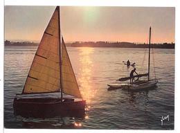 Annecy (74) Coucher De Soleil Sur Le Lac D'annecy  ( Bateau A Voile - Regate ) - Annecy