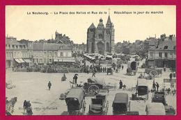 CPA Le Neubourg - La Place Des Halles Et Rue De La République Le Jour De Marché - Le Neubourg