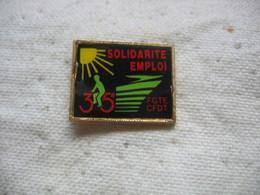 Pin's SOLIDARITE-EMPLOI Avec Les Syndicats De La FGTE (Fédération Générale Des Transports) Et La CFDT - Associations
