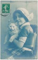 CHATS - Petite Fille Hollandaise Tenant Un Chat - Chats
