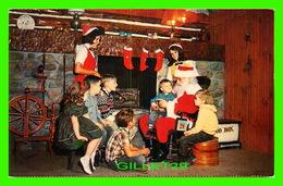 PÈRE NOEL, SANTA CLAUS -  YOUNG GUESTS CHATTING WITH SANTA AT SANTA'S WORKSHOP, NORTH POLE, NY - - Santa Claus