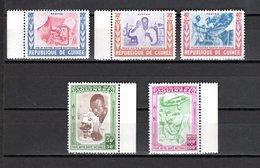 GUINEE N° 27 à 31  NEUFS SANS CHARNIERE COTE 12.00€  SANTE NATIONALE - Guinée (1958-...)