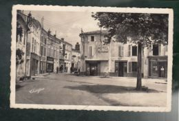 CP (17) Surgères - Angle Rue Victor Hugo Et Rue Gambetta - Surgères