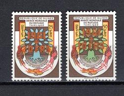 GUINEE N° 52+53 NEUFS SANS CHARNIERE ANNEE DU REFUGIE VARIETE 20/25 AU LIEU DE 10/25 ET 10/50 AU LIEU DE 20/50 EN ORANGE - Guinée (1958-...)