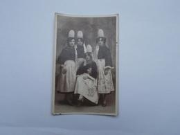PHOTO ANCIENNE DE 4 JEUNES FILLES EN COSTUME BIGOUDEN - Personnes Anonymes