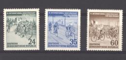 06957  -  Allemagne Démocratique  :  Yv  106-08  **    Bicyclette - [6] République Démocratique