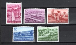 GUINEE N° 190 à 194  NEUFS SANS CHARNIERE COTE 2.50€  ADDUCTION D'EAUX  CAMION - Guinea (1958-...)