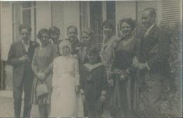 CPA Photo Famille Avec Communiante Devant Maison Villa - Réceptions