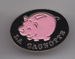 Pin's La Cagnotte Tireline En Forme De Cochon Réf 5713 - Animals