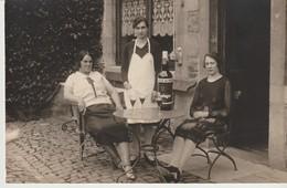 C P A. -  PHOTO - AYWAILLE - NOUS FÊTONS LE DÉPART DE NOTRE CHÈRE Mme LA CUISINIÈRE - VIVE LE BOTEGA MADEIRE - 1930 - Aywaille