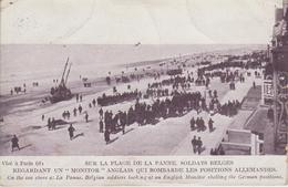 """CPA La Panne - Sur La Plage De La Panne - Soldats Belges Regardant Un """"Monitor"""" Anglais Qui Bombarde Les Positions ... - De Panne"""
