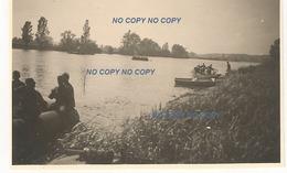 WW2 PHOTO ORIGINALE Soldat Allemand Traversée LA SEINE Juin 1940 Mais Où Secteur Les Andelys ?? (à Confirmer) - 1939-45