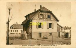 Dépt. 68, Mines De Potasse D'Alsace, Cité Rossalmend, Mine Marie-Louise, Maison D'ouvriers, Famille Dans Le Jardin - France