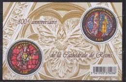 = 800ème Anniversaire De La Cathédrale De Reims, 2 Timbres Ronds, Vitraux, 0.58 Et 0.87, F4549 (4549 4550)  Bloc Neuf - Neufs