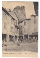 Cpa Du 04-MOUSTIERS SAINTE MARIE- La Place De La Fontaine( Le Rémouleur ) - Francia