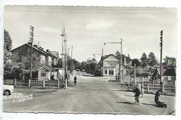 77 - GRETZ-ARMAINVILLIERS - Passage à Niveau Du Singe Vert - Avenue Aristide-Briand - CPSM - Gretz Armainvilliers