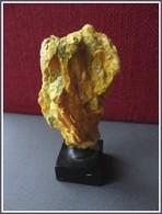 ORPIMENT  Sur Socle Bois - Minéraux