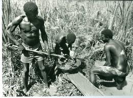 2 Photos Zaïre Chercheurs D'or Rivière Ituri Et Broyeur De Pierres Aurifères Congo 1988 Photo-service PP. Blancs - Afrique