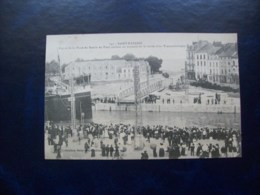 Carte Postale Ancienne De Saint-Nazaire: Aspect De La Place Du Bassin Au Pont Roulant Au Moment De La Sortie D'un Transa - Saint Nazaire
