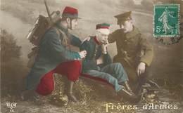 CPA FRERES D'ARMES Militaria Uniforme Militaires Réconfortent Blessé Garance Casque ELD 13 - Patriotic