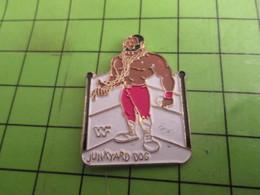 310c Pins Pin's / Rare & De Belle Qualité  THEME SPORTS / CATCH CATCHEUR AMERICAIN JUNKYARD DOG - Ringen