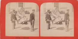 CARTE STÉRÉOSCOPIQUE HOMMES PORTANT CHAISES À PORTEURS - Cartes Postales