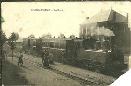 08 Ardennes  BOURG FIDELE La Gare Ancienne Locomotive Animée Mauvais état - France