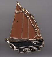 Pin's Doré à L'or Fin Bateau Voilier Sardinier Réf 3821 - Boats