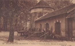 Villebon-sur-Yvette : Ecole De L'Ile De France - Château De Villebon - Un Cours De Menuiserie En Plein Air - France