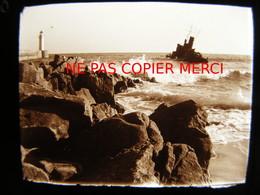 Audierne 29 Finistère En 1950 Avec Bateau De Pêche Phare Photo Amateur Stéréoscopique Stéréo Plaque De Verre - Lieux