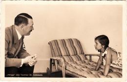 """Propaganda Karte  """" Adolf Hitler """", Mit Helga, Der Tochter Dr. Goebbels - Weltkrieg 1939-45"""
