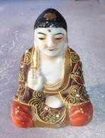 Petit Bouddha En Porcelaine , Peinture émaillée.Début XX Siècle - Hauteur 6,5 Cm - Poids 40 Grs - Bon état. - Autres