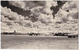 MADAGASCAR : AÉROPORT D' ARIVONIMAMO / AIRPORT - CARTE VRAIE PHOTO / REAL PHOTO POSTCARD ~ 1950 - '54 - RRR !!! (aa293) - Madagaskar