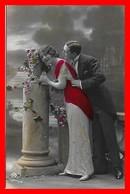 CPA COUPLES.  Jolie Femme Robe Longue Et Son Fiancé, Glacé...I0210 - Coppie