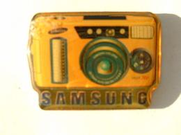 PIN'S PHOTOGRAPHIE - APPAREIL PHOTO SAMSUNG - Photography