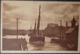 14 Calvados CPA Port En Bessin Départ De Bateaux Pour La Pêche 1948 - Port-en-Bessin-Huppain
