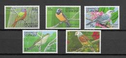 GRENADINES DE St VINCENT Oiseaux  N° 639A à 639E Neufs** Cote 12€ - Non Classificati