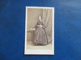 CDV ANCIEN 1840-1860 JEUNE FILLE - Anciennes (Av. 1900)
