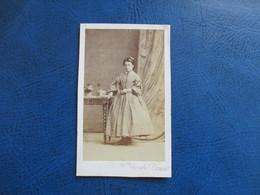 CDV ANCIEN 1840-1860 JEUNE FILLE ROBE - Anciennes (Av. 1900)