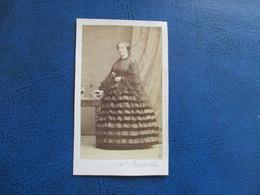 CDV ANCIEN 1840-1860 FEMME BELLE  ROBE - Anciennes (Av. 1900)