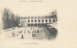 AL 988 / CPA  VERSAILLES   (78)   ECOLE SAINT JEAN - LA COUR DES MINIMES - Versailles