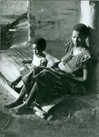 2 Photos Zaïre Effets Des Guerres Abandons Et Maladies Kwashiorkor  Ituri 1990 Photo-service PP. Blancs Congo - Afrique