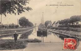 59 BOURBOURG  CANAL AVEC PASSERELLE ANIMATION - France