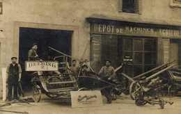 CARTE PHOTO DEPOT DE MACHINES AGRICOLES  DEERLING Pneu Hutchiston   à Situer (Tarn Albi ? )RV - Photographs
