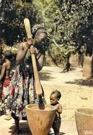 Afrique En Couleurs PILAGE DU MIL  (bébé Nu) (HOA-QUI 5022)  *PRIX FIXE - Cartes Postales