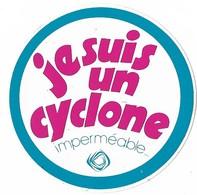 Autocollant - Vêtement - Je Suis Un Cyclone - Imperméable... - Diamètre 8 Cm - - Stickers