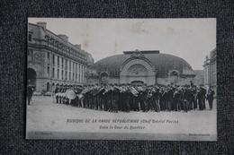 Musique De La Garde Républicaine Dans La Cour Du Quartier ( Chef Gabriel Parès). - Regiments