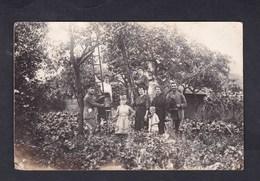 Carte Photo Groupe Militaires Et Famille Dans Le Jardin Recolte  Felix Archen Marange Silvange Moselle 57 - Otros Municipios