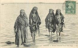 CP TUNISIE SOUSSE FEMMES BEDOUINES LAVANT LEUR LINGE - Tunisie