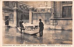¤¤   -   Inondation De PARIS En 1910   -   Carte-Photo   -  Quai De Passy  -  Sauvetage D'une Paralytique   -   ¤¤ - Arrondissement: 16
